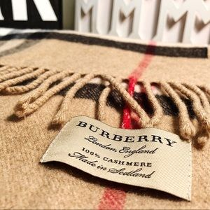 Burberry-The Large Classic Cashmere Scarf in Check